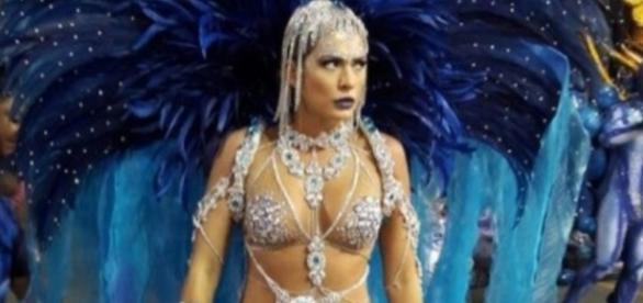Lívia Andrade brilha no desfile da Império de Casa Verde