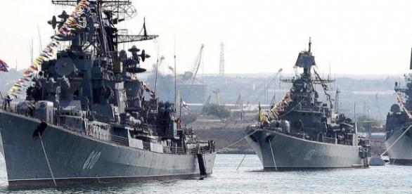 Câteva dintre navele care alcătuiesc flota rusă din Marea Neagră - Foto: kremlin.ru