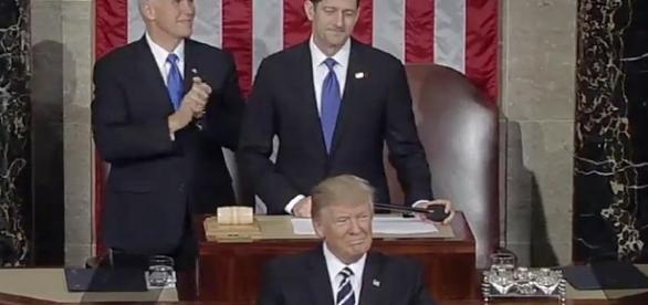 Nel suo primo discorso al Congresso, Trump ha demolito l'Obamacare. E Obama è accusato di essere responsabile di dannose 'leaks' Foto: youtube.