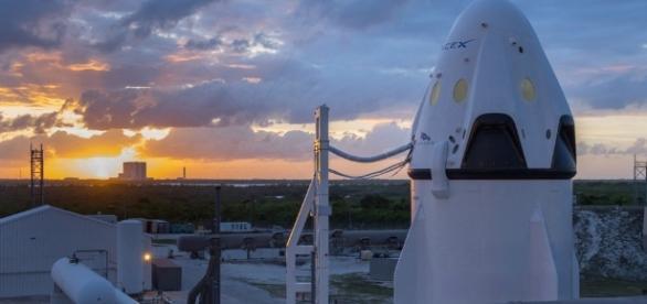 SpaceX planeja levar dois turistas à Lua em 2018