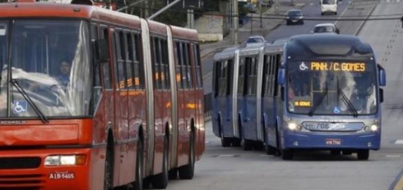 Aumento da passagem de ônibus em Curitiba gera protestos nas redes sociais