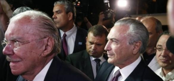 Temer e sua comitiva foram hostilizados na entrada do hospital (Edilsson Dantas/O Globo)