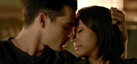 'The Vampire Diarie's: Enzo e Bonnie formam um dos casais que os fãs esperam que tenha um final feliz (Foto: CW/Screencap)