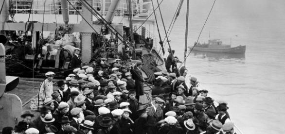 NIAID, immigrants, circa. 1900 pixabay.com, cc