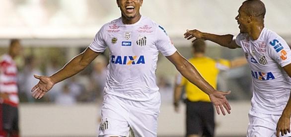 Rodrigão, autor de 2 dos 6 gols do Santos (Foto: Folha de S Paulo)