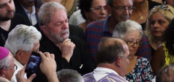 Lula discursou no velório da esposa