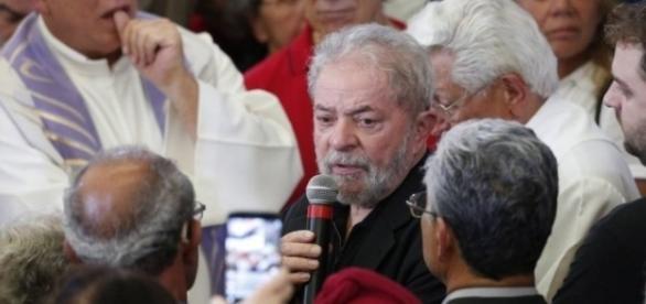 Lula no velório de sua espora, Marisa Letícia