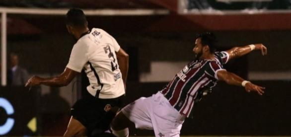 Substituto de Fred, Dourado luta para se firmar no Fluminense (Foto: Gazeta Esportiva)