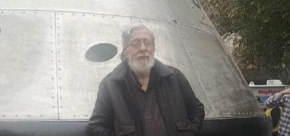 The author in front of an Orion spacehip (Chantal Gaudiano)
