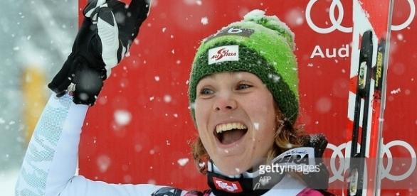 Austria's Nicole Schmidhofer poses on the podium of the women's ... - gettyimages.fr