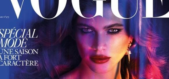 A brasileira Valentina Sampaio é a primeira modelo trans a estrelar na capa da Vogue Paris