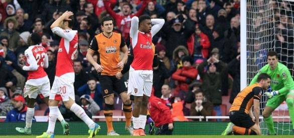 Arsenal 0-0 Hull City: Championship leaders battle to frustrate ... - dailymail.co.uk