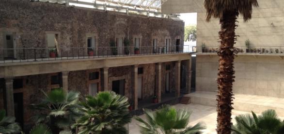 El Centro Cultural del México Contemporáneo en su sede vertida sobre las ruinas.