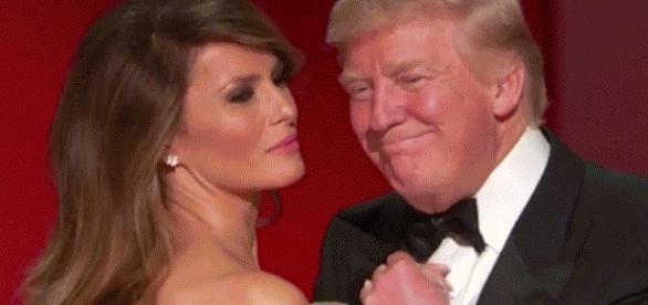 Melania Trump et Donald Trump ouvrant le bal lors des cérémonies d'investiture. Elle est repartie depuis résider à New York.