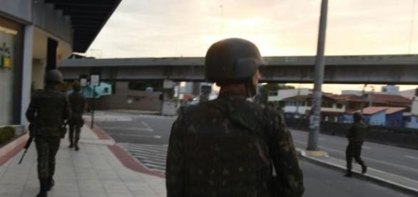 Exército foi convocado para patrulhar ruas de Vitória
