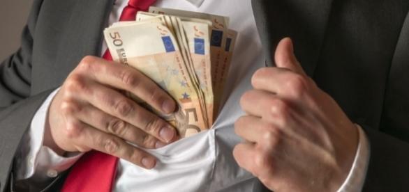 Vitalizio d'oro, è lunga la lista dei politici 'fortunati'