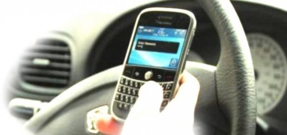 El mal hábito de manejar y textear