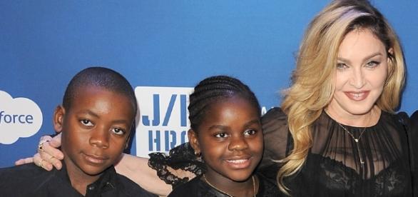 Madonna recebe permissão para adotar duas crianças do Malawi