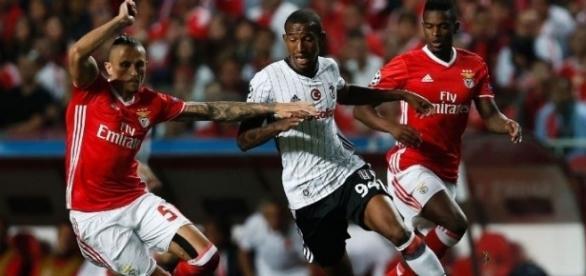 Talisca era titular no Benfica