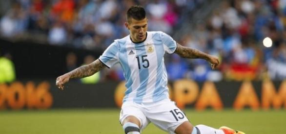 Victor Cuesta, zagueiro de 27 anos, atua no Independiente