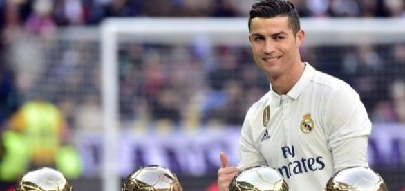 Avant Real-Madrid - Grenade, Cristiano Ronaldo a présenté son 4e ... - eurosport.fr