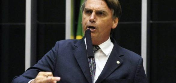 Bolsonaro usa crise de segurança no ES para criticar desarmamento