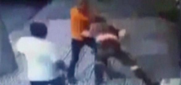 Imagens de segurança registraram a agressão
