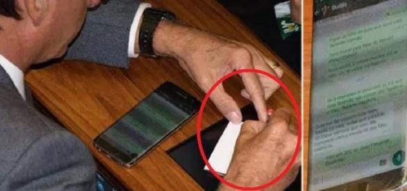 Jair Bolsonaro é flagrado no WhatsApp - Imagem/Lula Marques/Facebook