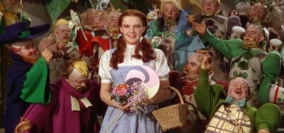 Judy Garland foi molestada por anões de 'O Mágico de Oz', diz ex-marido