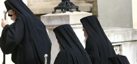 Preotul se afla în saună cu două prostituate