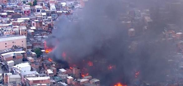 Fogo consumiu cerca de 50 moradias