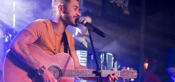 Foto do cantor gerou polêmica ao ser publicada no perfil de Daniel