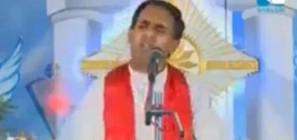 Padre indiano, Sharlom, fez discurso polêmico