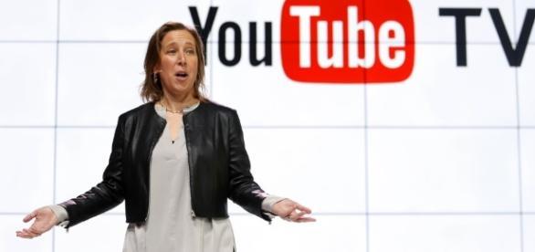Susan Wojick em apresentação do YouTube TV (Foto: Reed Saxon/AP)