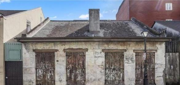 Casa aparentemente está abandonada, mas é uma verdadeira mansão
