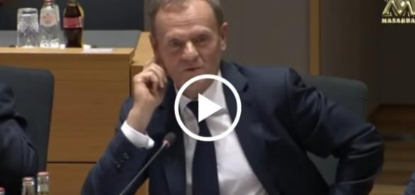Kandydat Niemiec czytał swoje dziękczynne przemówienie z kartki.