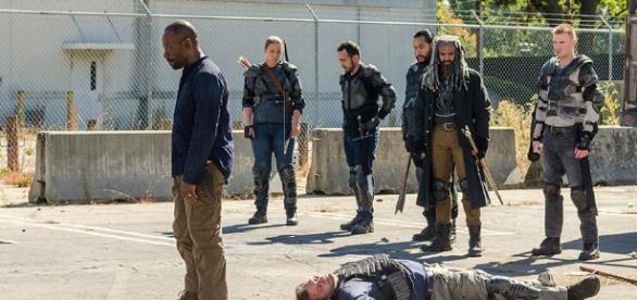 Morgan após matar Richard no 13º episódio da 7ª temporada de The Walking Dead