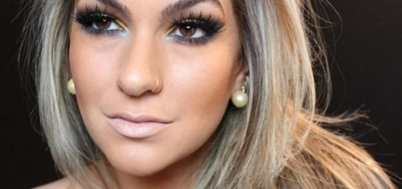 Alice Salazar – Há 7 anos a maquiadora profissional faz inúmeros tutoriais em seu canal no YouTube