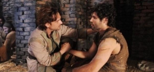 Os amigos Zac e Asher em 'O Rico e Lázaro' (via R7.com)