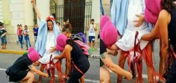 Feministas fazem protesto em frente à igreja - Google