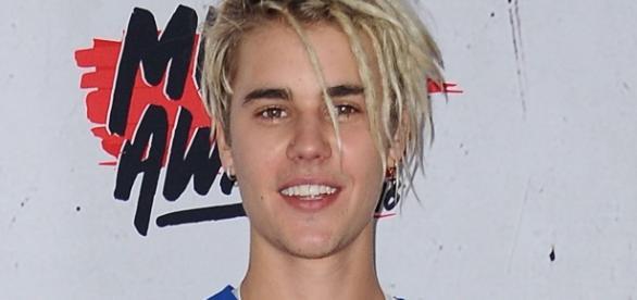 Justin Bieber é flagrado desrespeitando fã