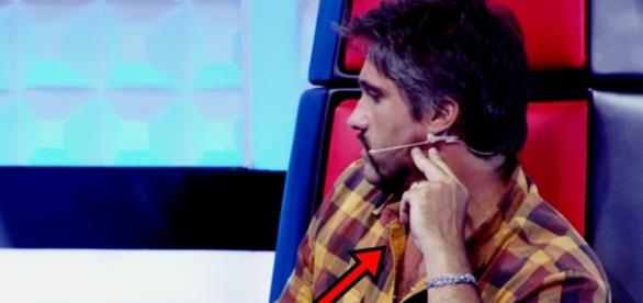 Léo Chaves finge até telepatia no The Voice