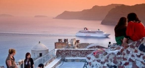 Pôr do sol na ilha de Santorini, na Grécia