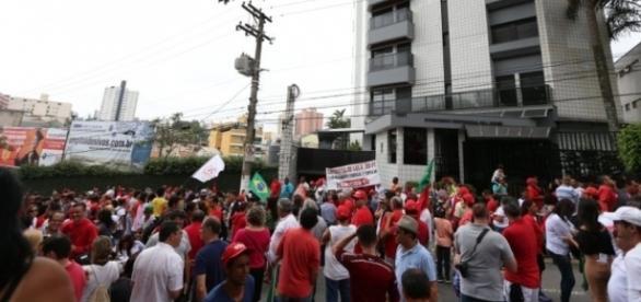 PT prepara caravanas para ir a Curitiba