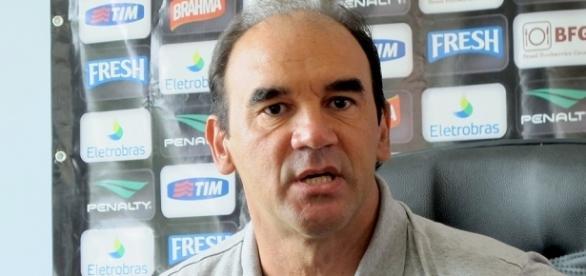 Cristovão Borges está sob pressão e Ricardo Gomes (foto) é um dos nomes cotados