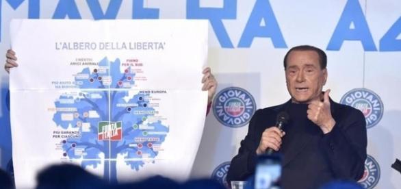 Silvio Berlusconi torna in campo e ne ha per tutti | ilvelino.it