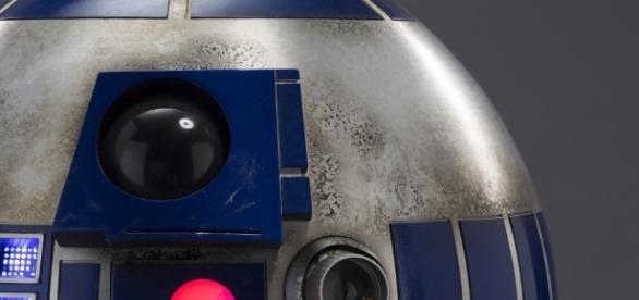Star Wars: The Force Awakens R2-D2 Explained | Collider - collider.com