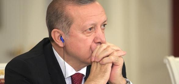 Il presidente turco Erdogan cerca più poteri con un referendum