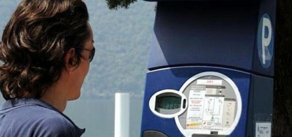Se non c'è il bancomat sul parchimetro il parcheggio è gratis