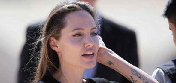 Angelina Jolie pede mais empenho para crimes de violência sexual em guerras.